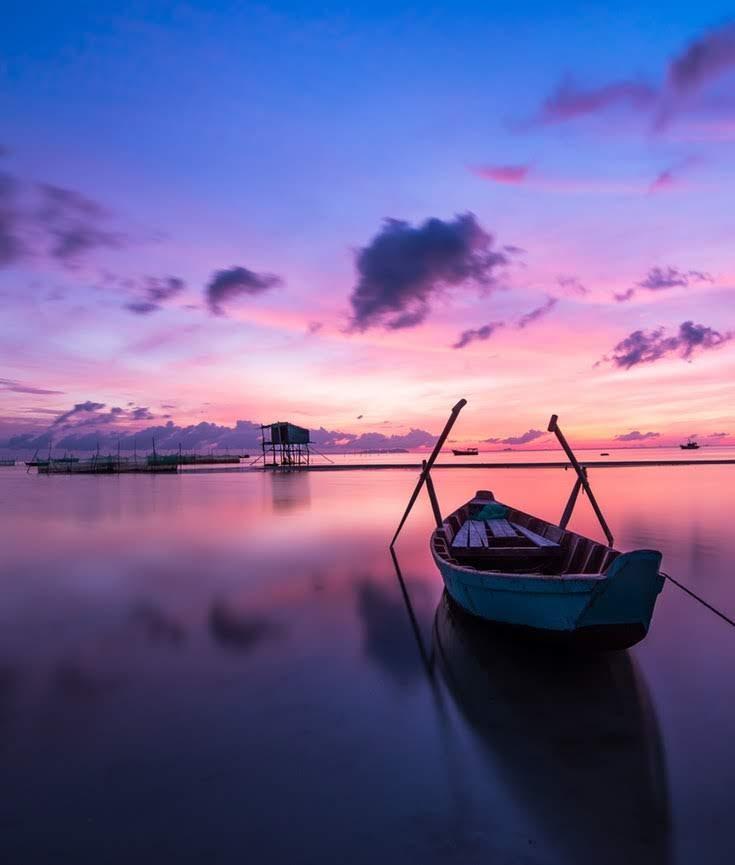 beach-boat-colorful-33545.jpg